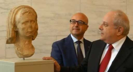 The abducted head of the Roman emperor will return to Italy